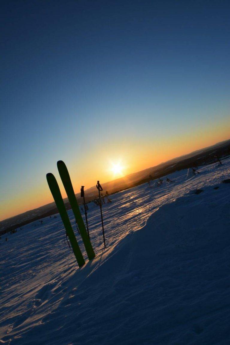 Solnedgang og toppturski