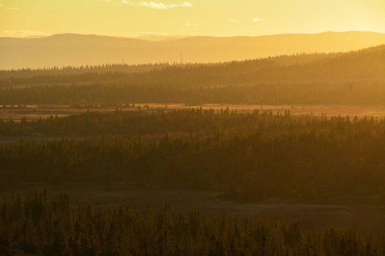 Ringsakerfjellet i solnedgang, hyttetomter